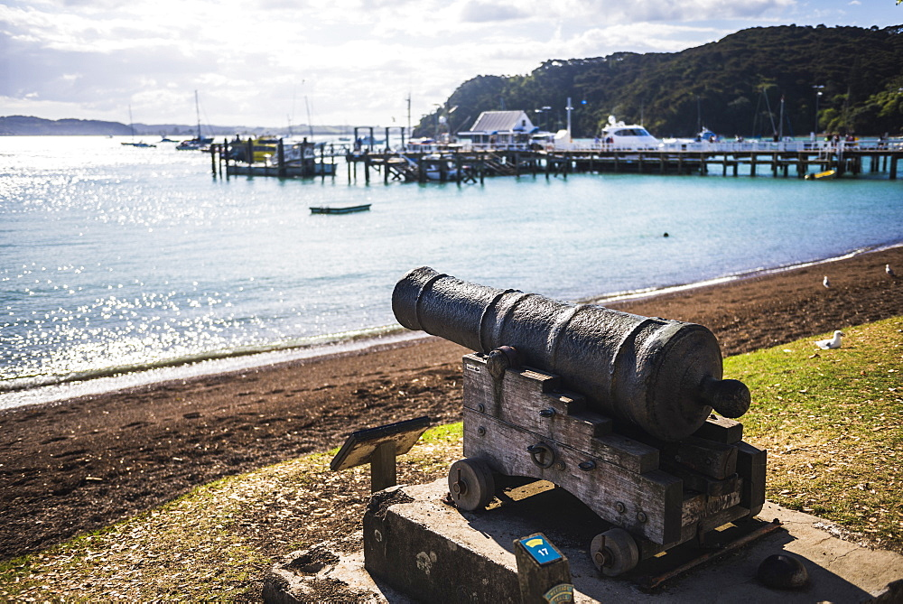 Old cannon used to defend Russell in 1845, Bay of Islands, Northland Region, North Island, New Zealand, Pacific