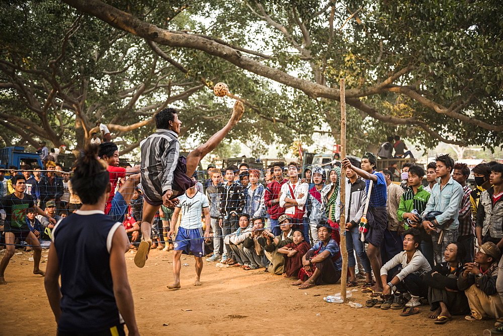 Chin Lone, traditional sport in Myanmar played with a bamboo ball, Pindaya Cave Festival - 1109-3695