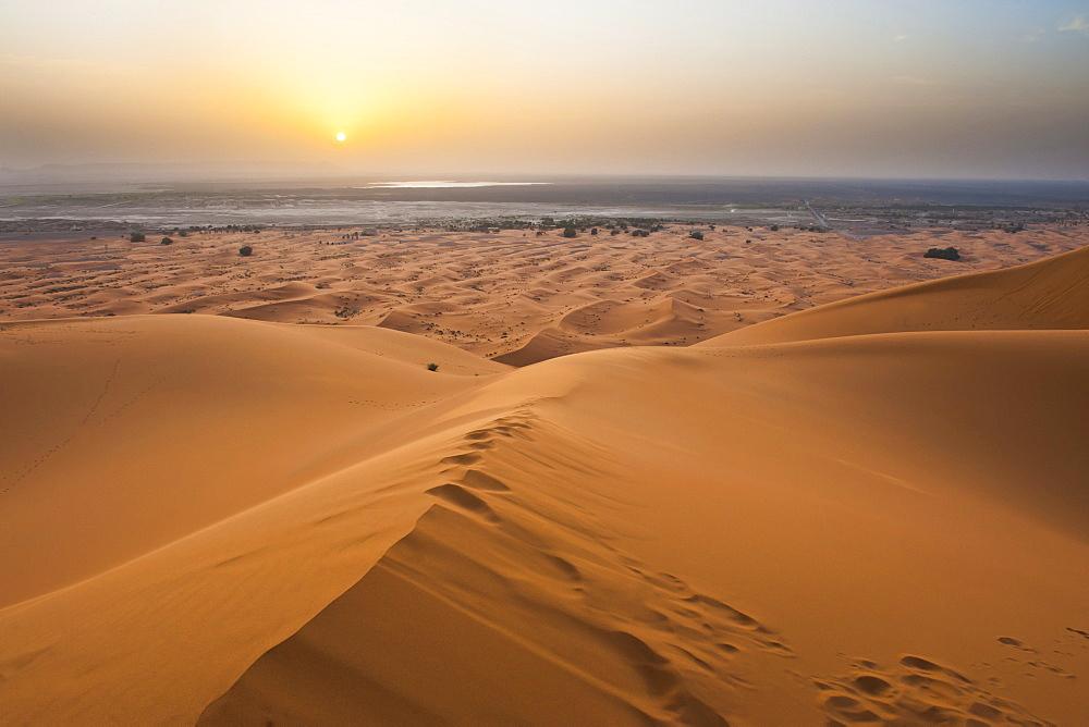 Sunset at Erg Chebbi Desert from the top of a 150m sand dune, Sahara Desert near Merzouga, Morocco, North Africa, Africa
