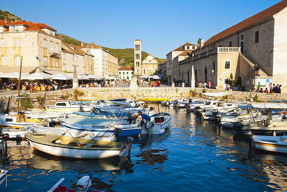 Hvar harbour, St. Stephens Square and St. Stephens Cathedral in Hvar town centre, Hvar Island, Dalmatian Coast, Adriatic, Croatia, Europe