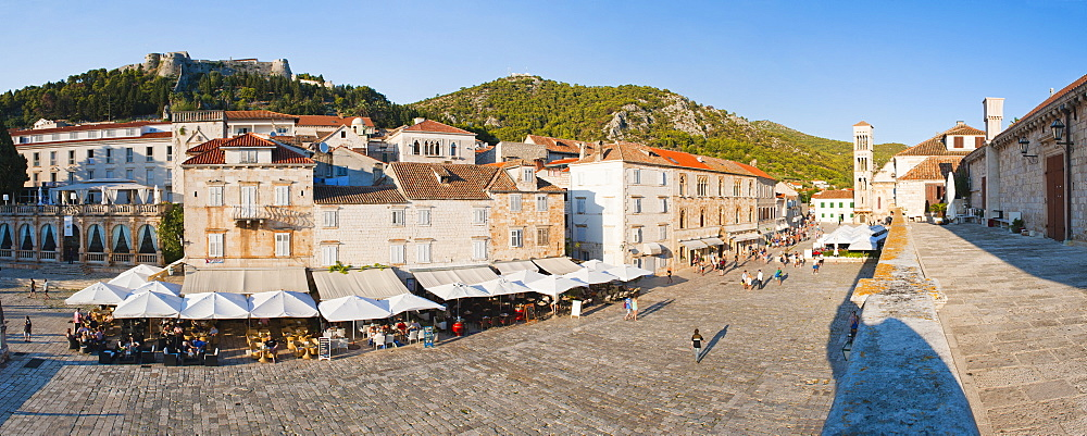 St. Stephens Square (Trg Svetog Stjepana) and St. Stephens Cathedral, Hvar Town, Hvar Island, Dalmatian Coast, Croatia, Europe