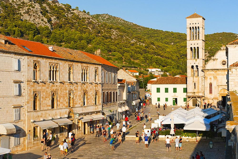 St. Stephens Square (Trg Svetog Stjepana), cafes and tourists, Hvar Town, Hvar Island, Dalmatian Coast, Croatia, Europe