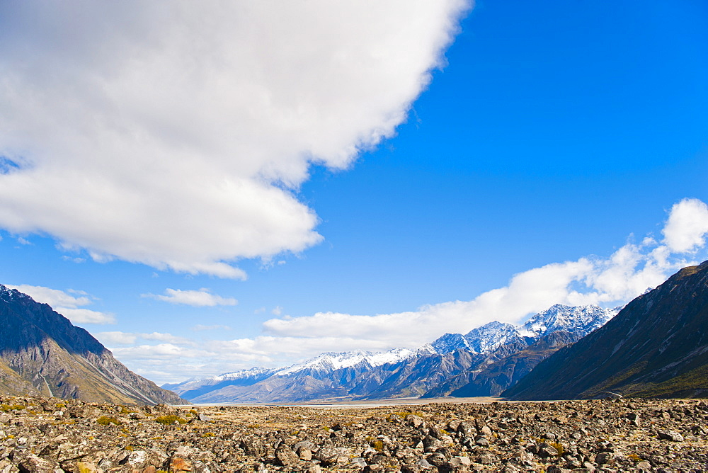 Rugged mountain scenery and snow capped mountain, Aoraki Mount Cook National Park, UNESCO World Heritage Site, South Island, New Zealand, Pacific