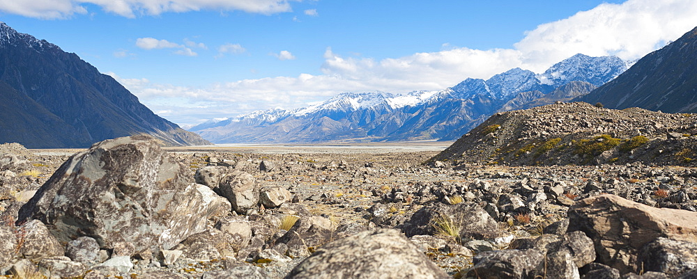 Rugged mountain scenery and snow capped mountains, Aoraki Mount Cook National Park, UNESCO World Heritage Site, South Island, New Zealand, Pacific