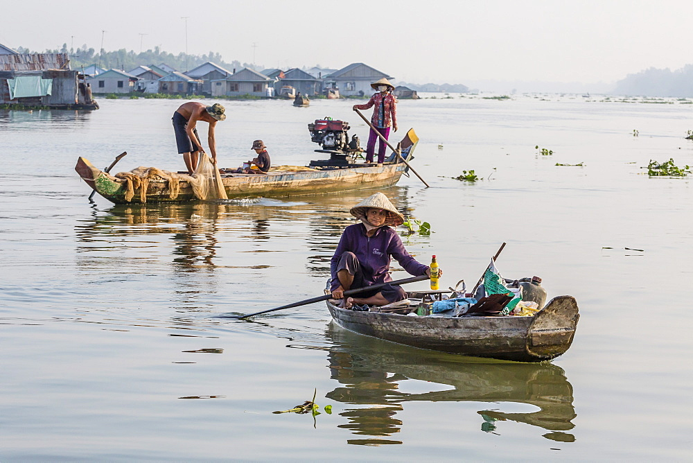 Daily Vietnamese river life at Chau Doc, Mekong River Delta, Vietnam, Indochina, Southeast Asia, Asia