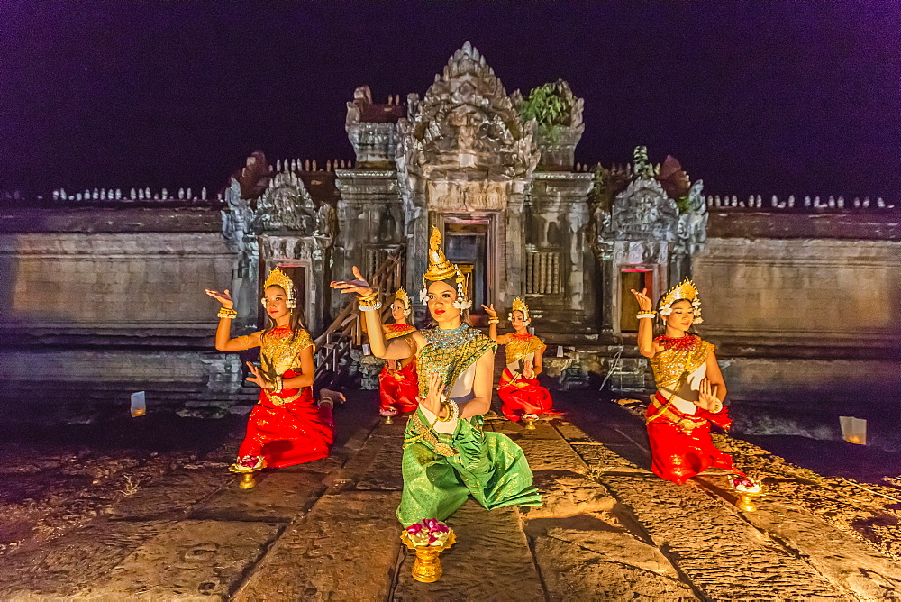 Traditional Apsara Dance performance at Banteay Samre Temple at night, Angkor, UNESCO World Heritage Site, Siem Reap Province, Cambodia, Indochina, Southeast Asia, Asia