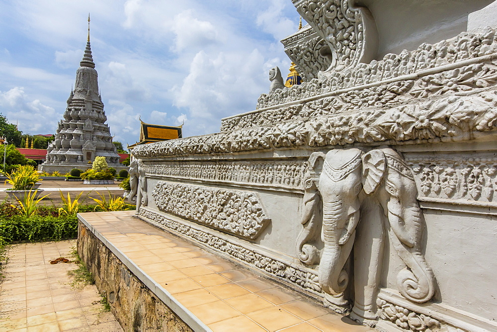 Stupas in the Royal Palace, in the capital city of Phnom Penh, on the Mekong River, Cambodia, Indochina, Southeast Asia, Asia