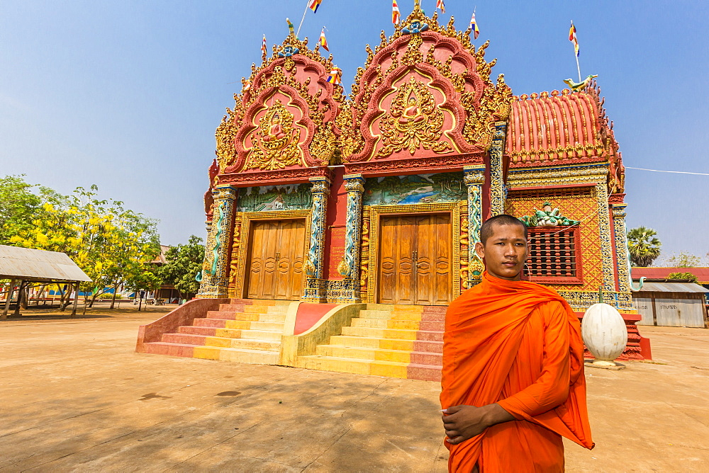 A young Buddhist monk at Wat (Phnom) Hanchey, on the Mekong River, Kampong Cham Province, Cambodia, Indochina, Southeast Asia, Asia