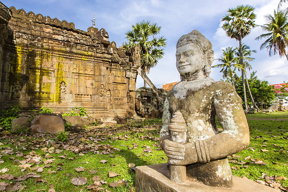 The temple of Wat (Phnom) Nokor, on the Mekong River, Kampong Cham Province, Cambodia, Indochina, Southeast Asia, Asia
