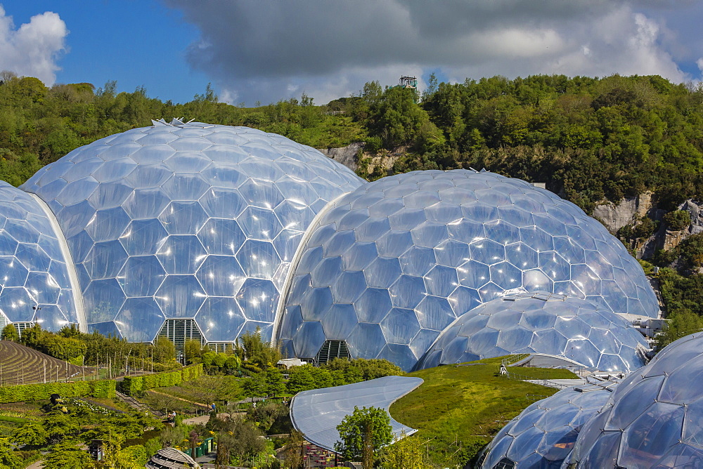 The Eden Project, the complex consists of huge greenhouse domes simulating different biomes from around the world, St. Austell, Cornwall, England, United Kingdom, Europe