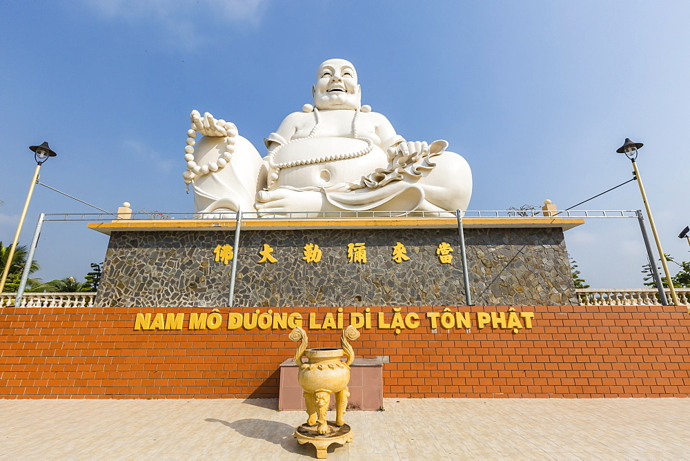 Giant Buddha statue at Vinh Trang Pagoda, My Tho, Vietnam, Indochina, Southeast Asia, Asia