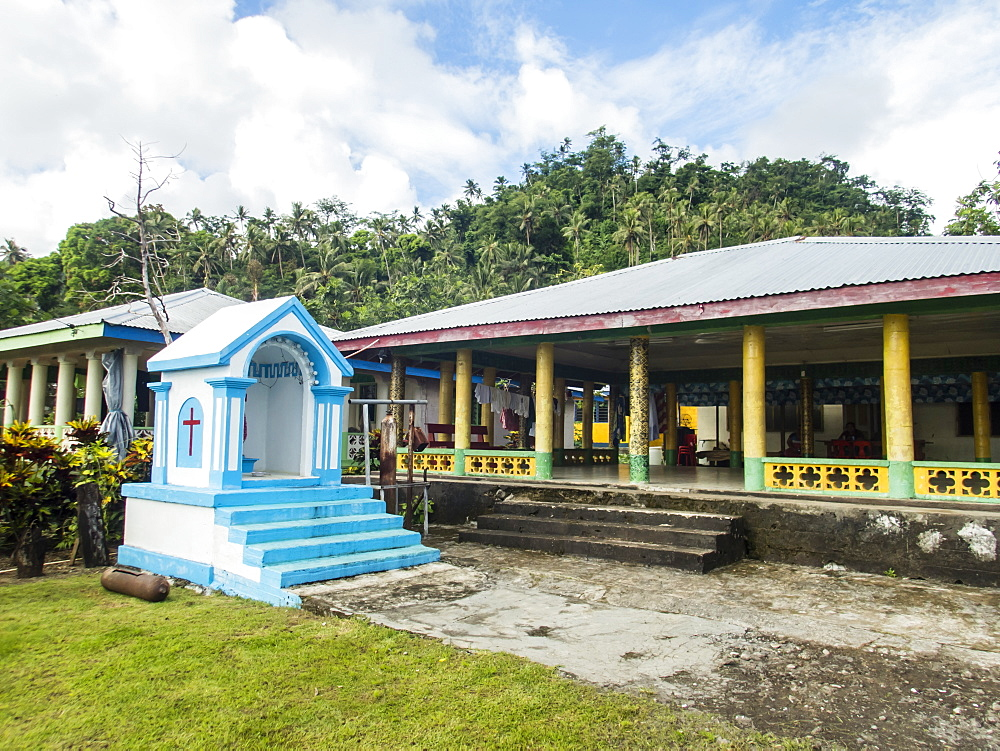 Meeting house in the town of Lufilufi on the island of Upolu, Samoa. - 1112-3880