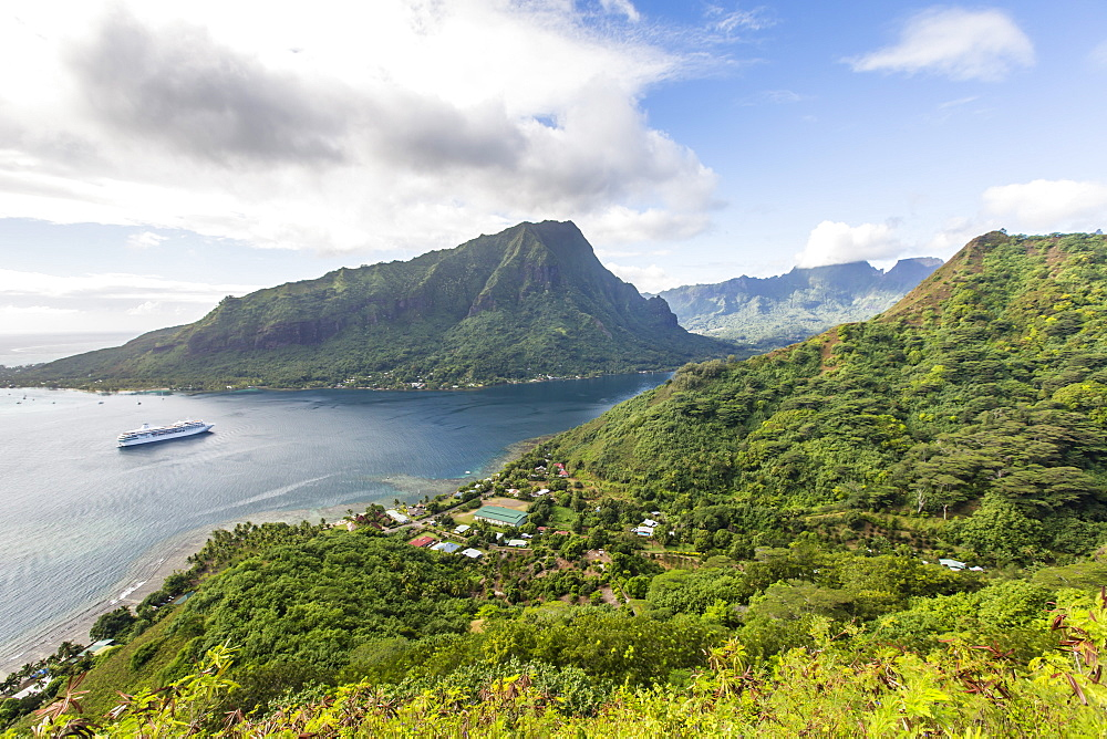 Overlooking Opunohu Bay of Moorea, Society Islands, French Polynesia, South Pacific, Pacific