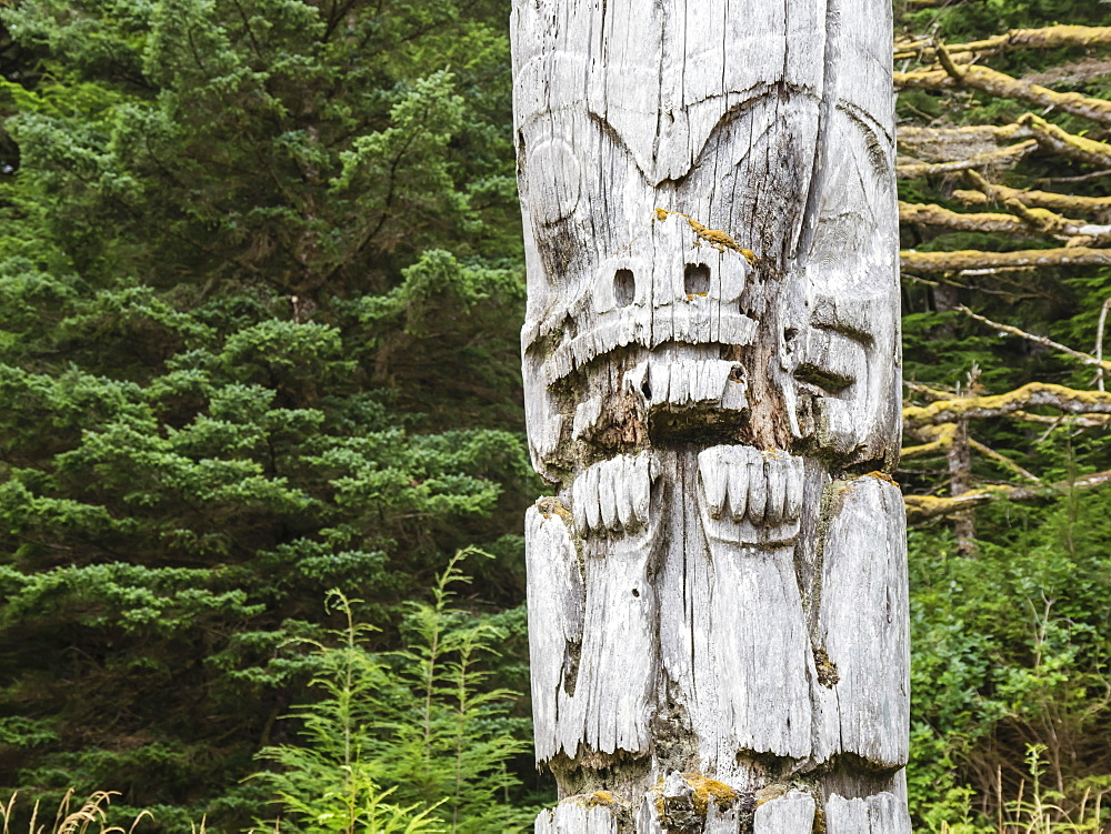 Totem pole at SGang Gwaay, UNESCO World Heritage Site, Haida Gwaii, British Columbia, Canada, North America