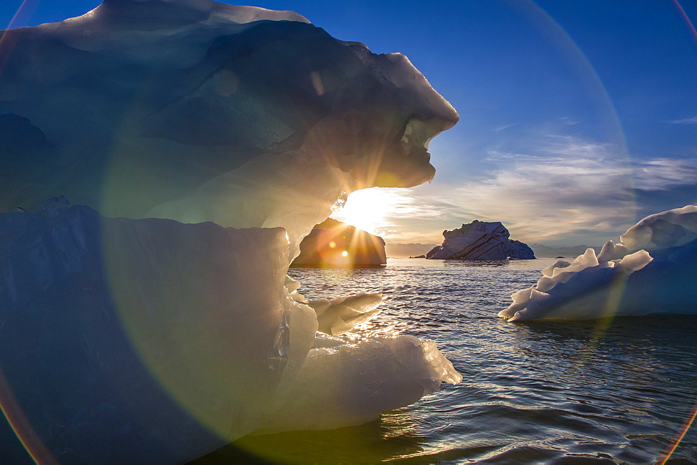 Iceberg, Vikingbukta (Viking Bay), Scoresbysund, Northeast Greenland, Polar Regions