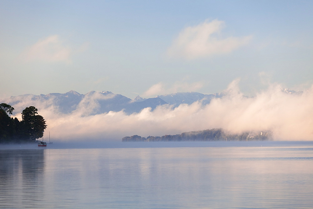Lake Starnberg in morning mist, Upper Bavaria, Bavaria, Germany