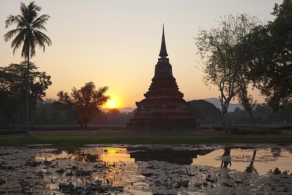 Temple in Sukhothai Historical Park UNESCO World Heritage Site, Sukothai Province, Thailand, Asia - 1113-100882
