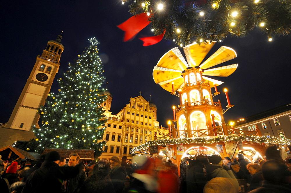 Christmas market on Rathausplatz square, Augsburg, Swabia, Bavaria, Germany