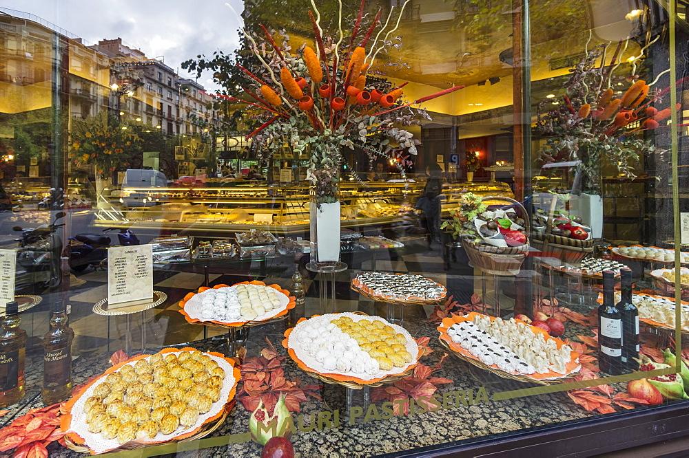 Pastisseria Mauri, Famous Pastry Shop since 1929, Shop Window, Barcelona, Spain