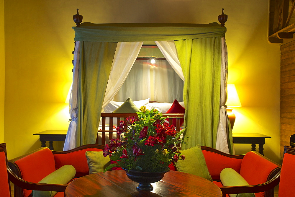 Beautifully decorated room with canopy bed, Hotel Jetwing St. Andrews, Nuwara Eliya, hill country, Sri Lanka