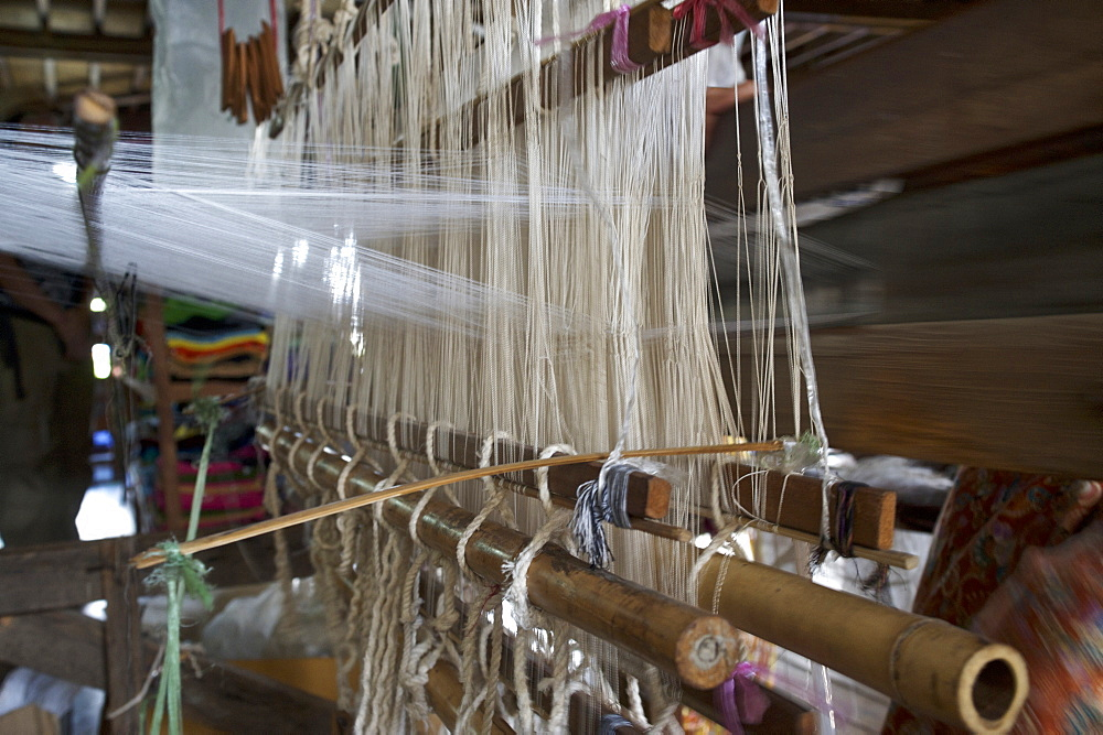 Lotos silk weaving, Inle Lake, Shan Staat, Myanmar, Burma