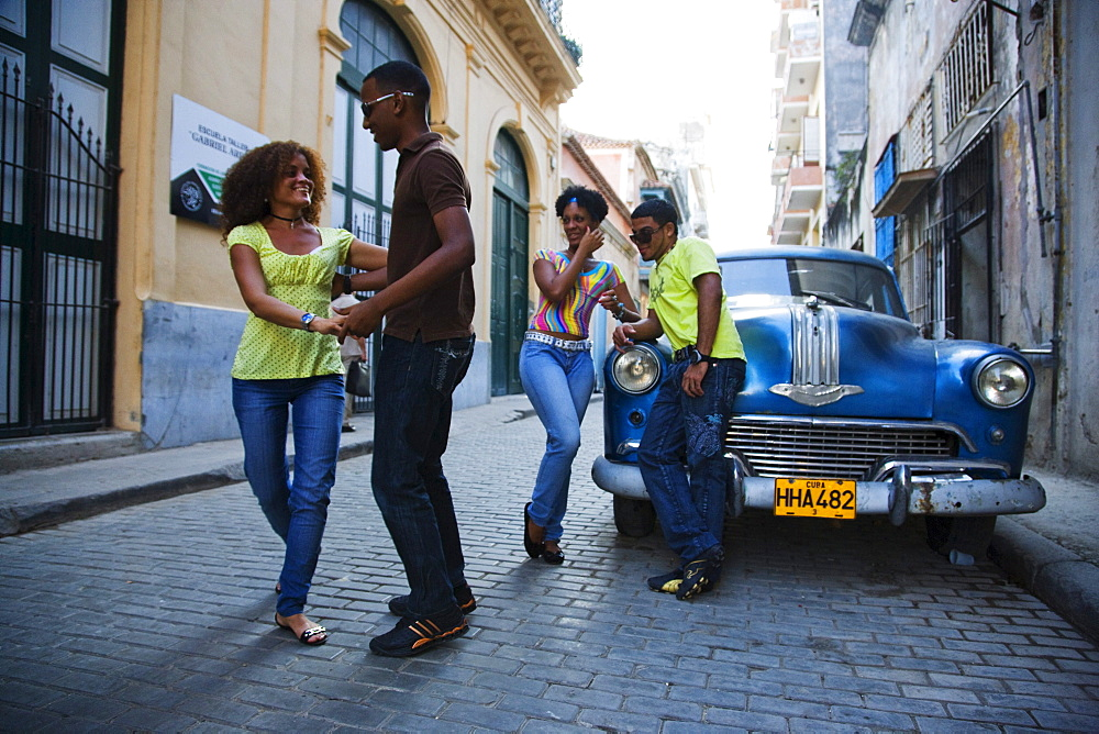 Young people dancing salsa on street, La Habana Vieja, Havana, Ciudad de La Habana, Cuba, West Indies