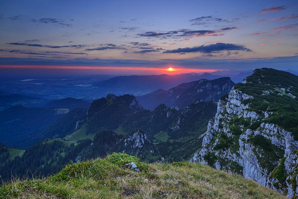 Sunrise above Benediktenwand with view to Achselkoepfe and Brauneck, Bavarian Prealps, Upper Bavaria, Bavaria, Germany