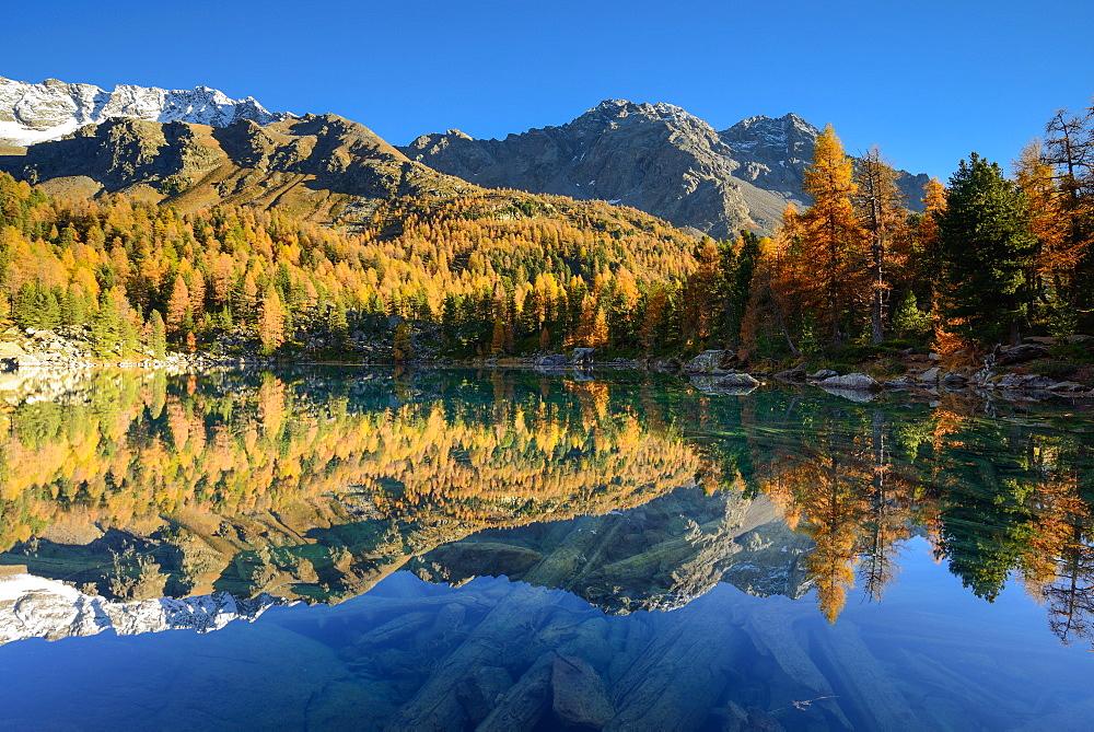 Lake Saoseo (2028 m) with Scima di Saoseo (3264 m), Cima da Rugiul (2987 m) und Piz dal Teo (3049 m), Valposchiavo, Grisons, Swi