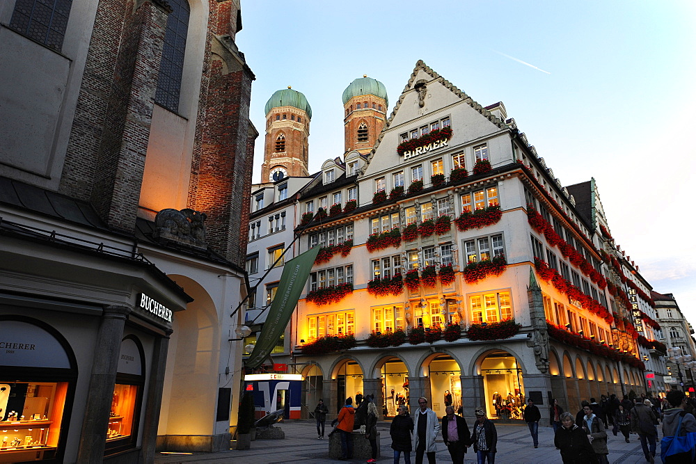 Pedestrian shopping area at the Kaufingerstrasse, behind it the Frauenkirche cathedral, historic city centre, Munich, Upper Bava