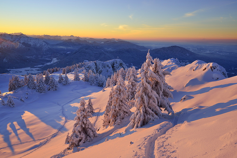 Winter mountain scenery at dusk, Breitenstein, Mangfall Mountains, Bavarian Prealps, Upper Bavaria, Bavaria, Germany - 1113-101752