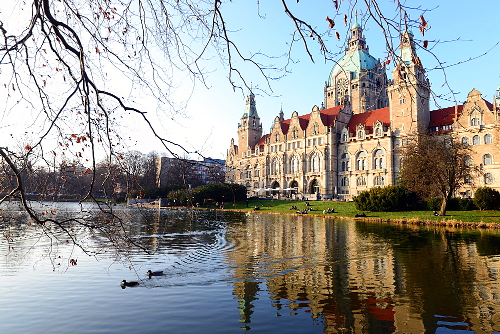 New Town Hall in Maschpark with reflection in the lake, Hannover, Lower Saxony, Germany