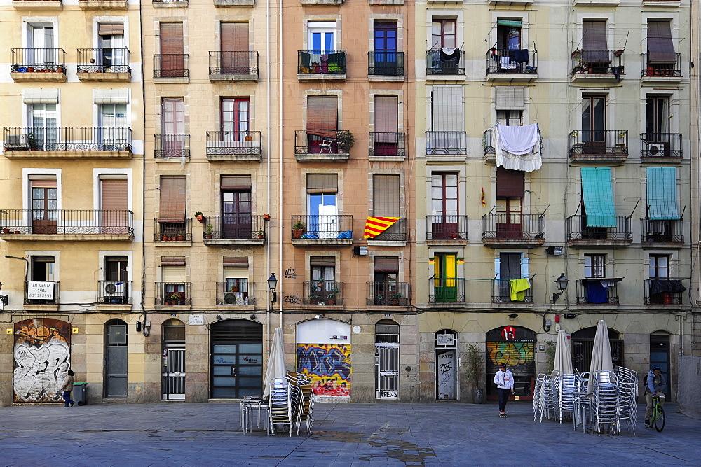 Residential building at a square in El Raval, historic city centre, Ciutat Vella, Barcelona, Catalonia, Spain