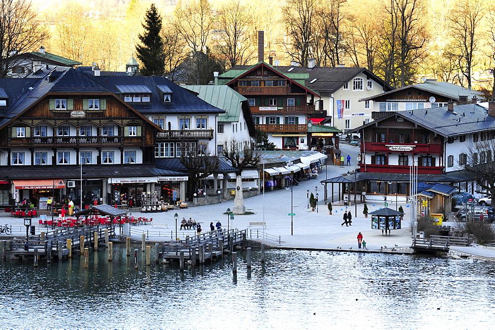 Houses near the lake, Schoenau am Koenigssee, Berchtesgaden National Park, Bavarian Alps, Upper Bavaria, Bavaria, Germany