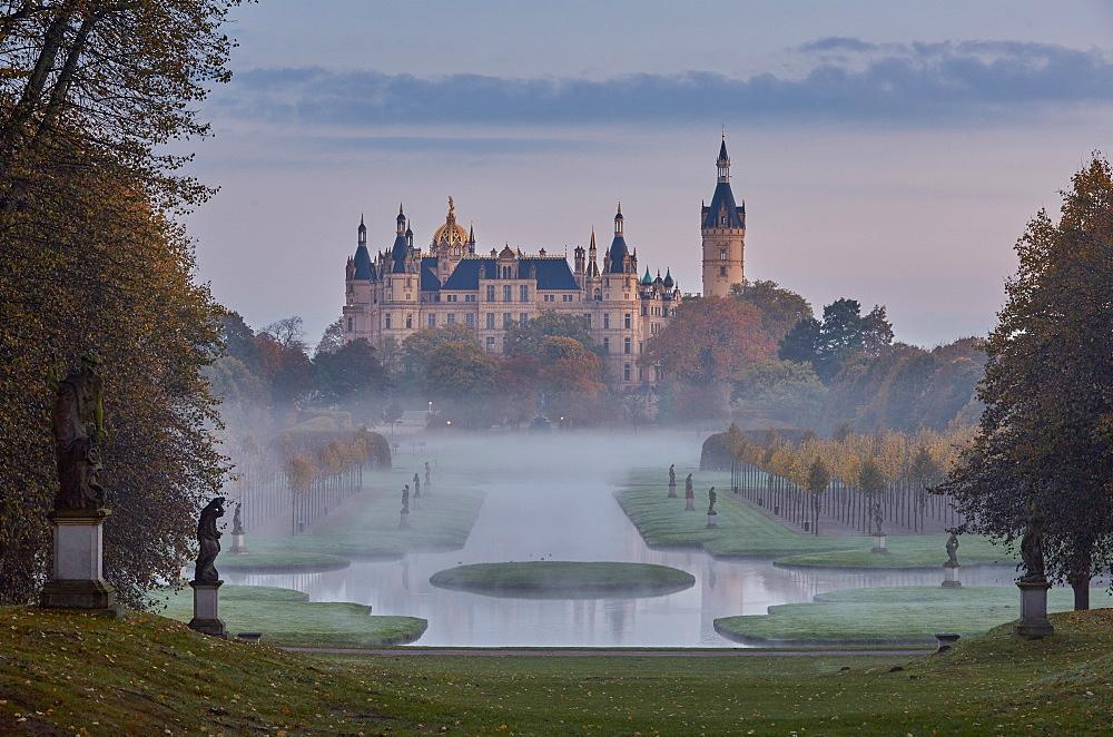 Castle gardens and Schwerin castle, Schwerin, Mecklenburg Vorpommern, Germany
