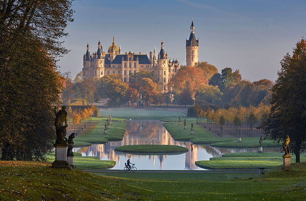 Castle gardens and Schwerin castle, Schwerin, Baltic Sea, Mecklenburg Vorpommern, Germany