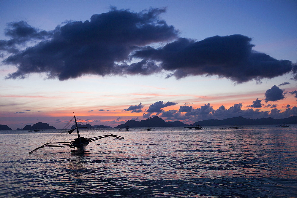 Sunset on the beach in El Nido in the archipelago Bacuit, Palawan Island, South China Sea, Philippines, Asia