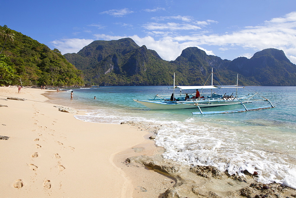 Tropical beach in the archipelago Bacuit near El Nido, Palawan Island, South China Sea, Philippines, Asia