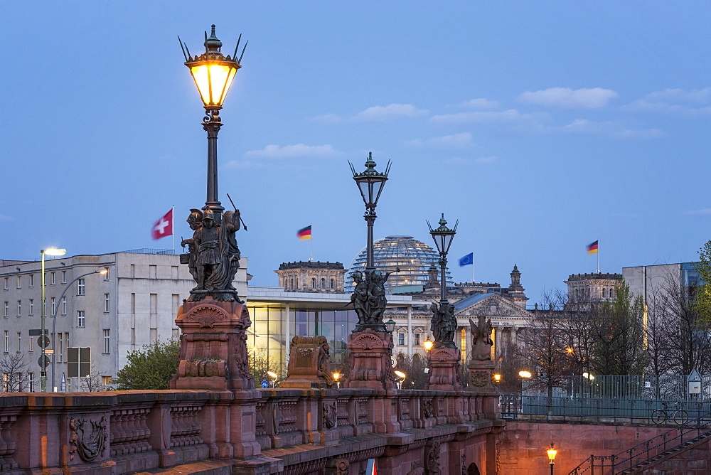 Moltke Bridge in the evening, River Spree, Reichstag in the background, Berlin, Germany
