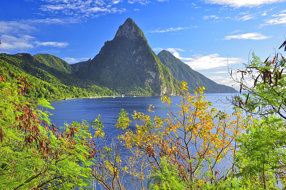 Volcano mountains The Pitons with Gros and Petit Piton and sea, UNESCO world heritage, Soufriere, St. Lucia, Saint Lucia, Lesser Antilles, West Indies, Windward Islands, Antilles, Caribbean, Central America