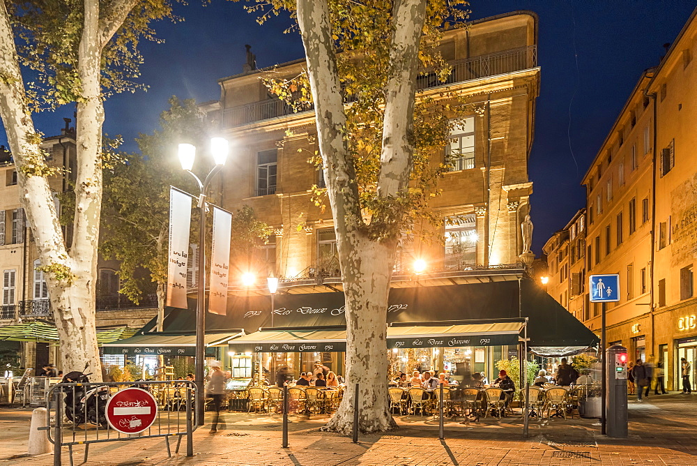 Les Deux Garcons, Street Cafe, Cours Mirabeau, Boulevard in the evening, Aix en Provence, Cote d'Azur, France