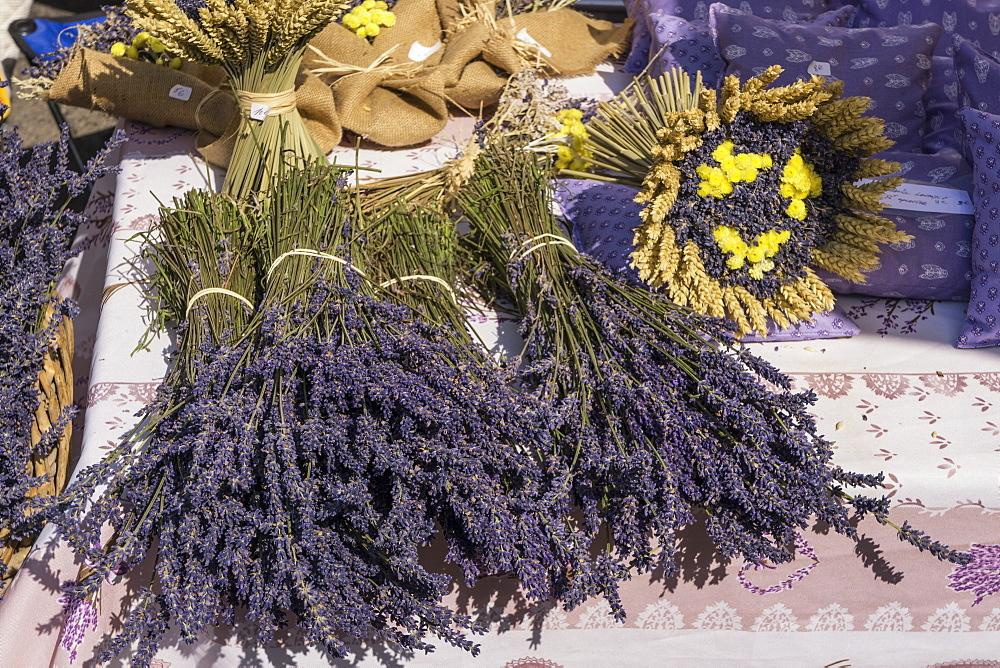 Dried Lavender Bouquet, Lourmarin market, Vaucluse, Provence-Alpes-Cote d'Azur, France