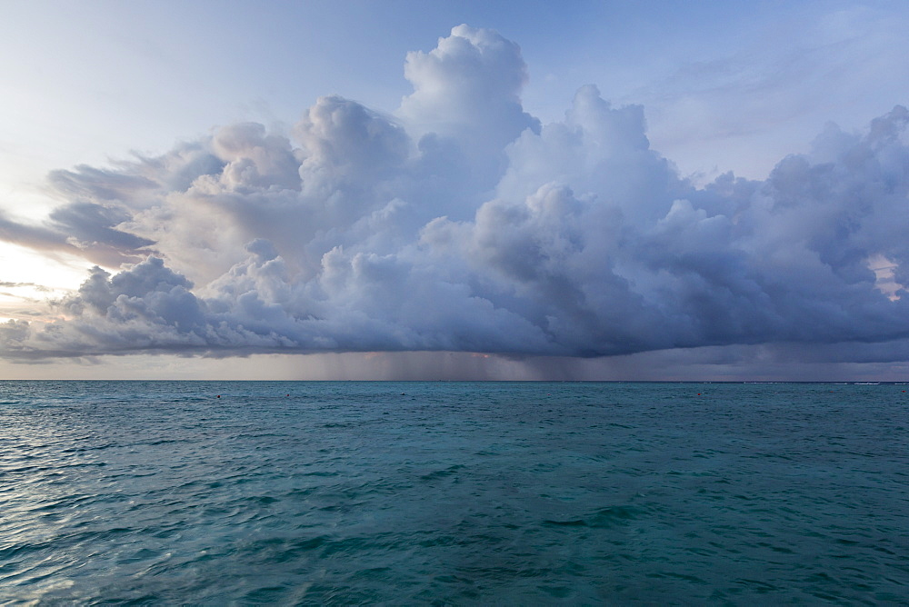 Rain cloud at Meeru Island Resort, Meerufenfushi, North-Male-Atoll, Maldives