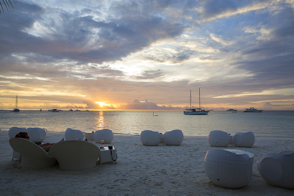 Sunset and beach-bar at Meeru Island Resort, Meerufenfushi, North-Male-Atoll, Maldives - 1113-102380