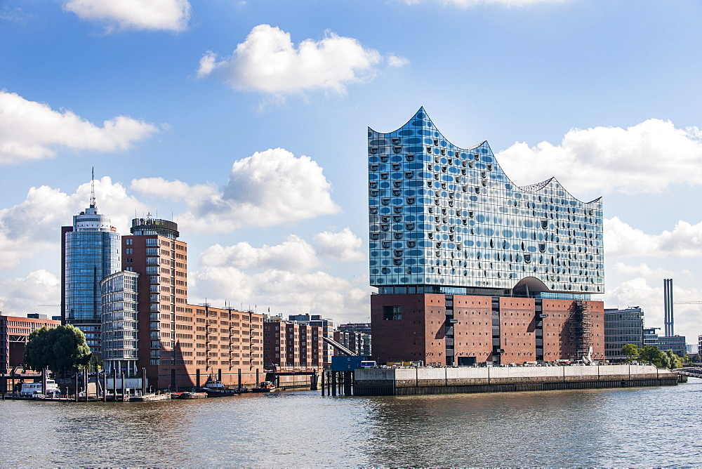 Hamburgs new Elbphilharmonie and the Kehrwiederspitze, modern architecture in Hamburg, Hamburg, north Germany, Germany