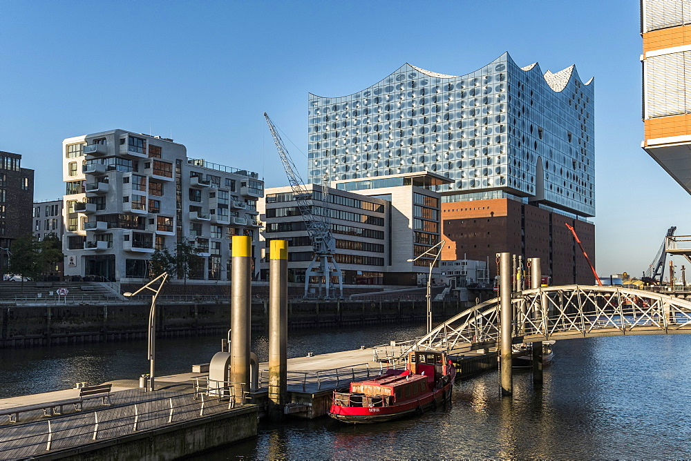 Hamburgs new Elbphilharmonie and the hafencity at Sandtorkai, modern architecture in Hamburg, Hamburg, north Germany, Germany