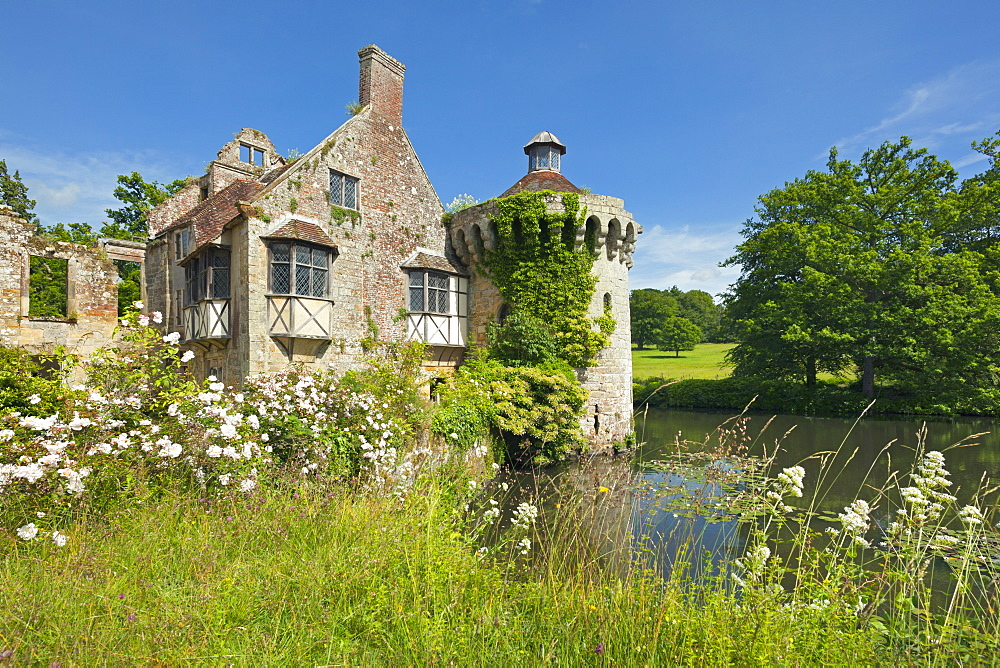 Moated castle, Scotney Castle, Kent, Great Britain - 1113-102426