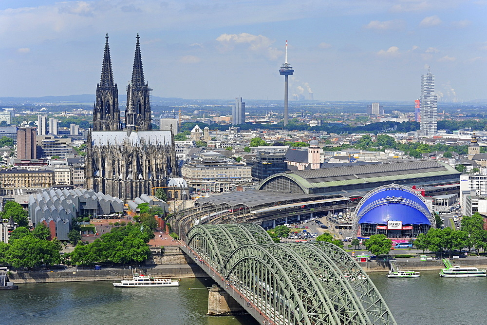 Cologne cathedral, Museum Ludwig and Hohenzollern bridge, Cologne, Rhineland, NRW, North Rhine-Westphalia, Germany