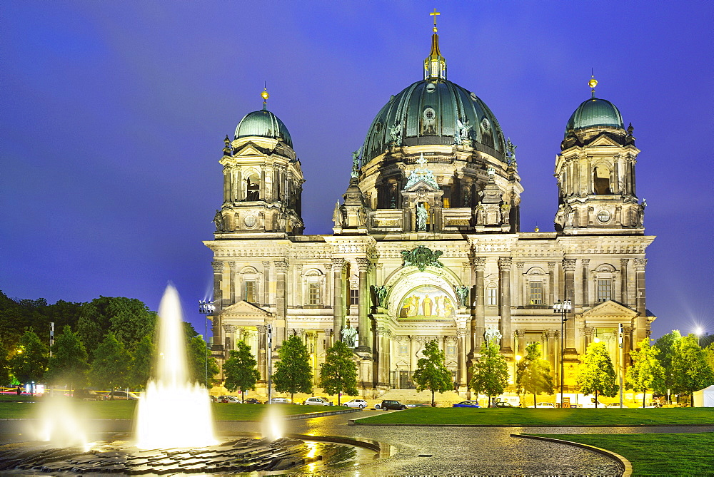 Lustgarten with fountain, looking towards the Berlin Cathedral, Berlin, Germany