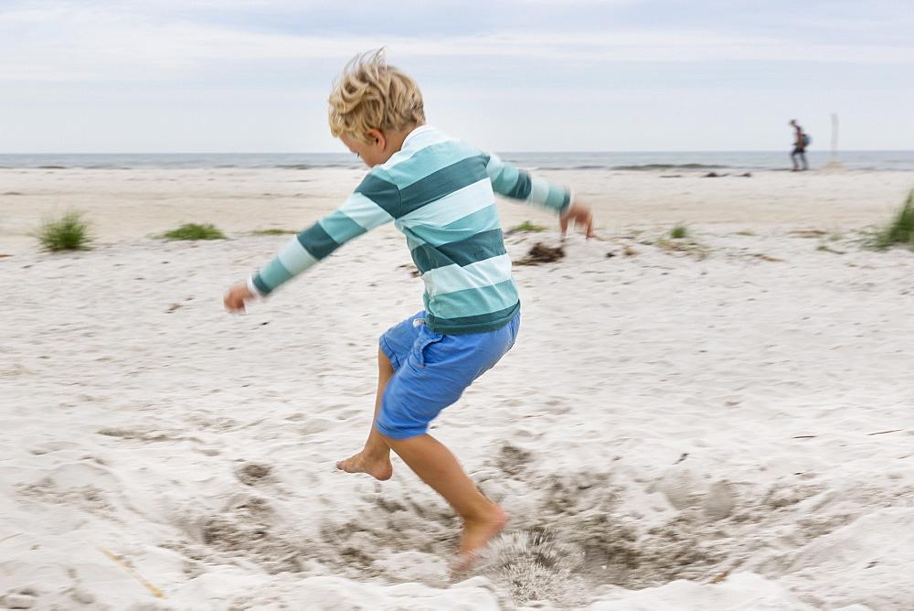 Boy running on the beach, 5 years old, dream beach between Strandmarken und Dueodde, sandy beach, summer, Baltic sea, Bornholm, Strandmarken, Denmark, Europe, MR - 1113-102732