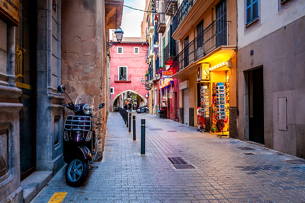 Kebap shop and Motoroller in the area called La Lonja, historic city centre, Ciutat Antiga, Palma de Mallorca, Majorca, Balearic Islands, Mediterranean Sea, Spain, Europe